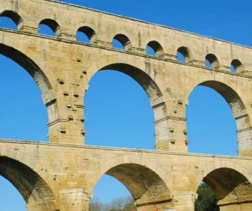 cycling-pont-du-gard-in-provence