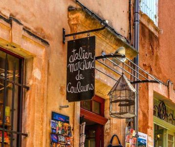 roussillon-ochre-quarry-colored-houses-luberon-provence