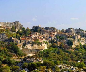 walk-tour-in-falous-perched-village-baux-de-provence-in-the-heart-of-olive-groves-vineyards-blanketing-plains-on-van-gogh-paintings-region