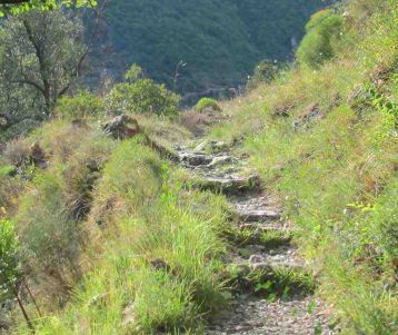walking-paths-of-wild-genuine-back-country-of-french-riviera