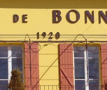 hike-bonnieux-vineyards-wine-estate
