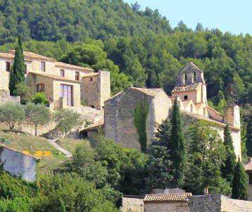 walking-wine-making-village-gigondas-vacqueyras-seguret-provence