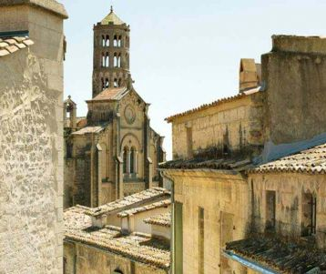 biking-adventure-uzes-charming-quaint-city-with-famous-typical-market