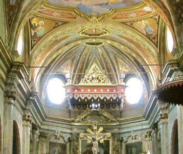 walk-famous-barocco-church-back-country-of-the-french-riviera