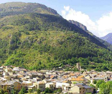 hike-la-brigue-typical-quaint-village-in-the-mountain-back-country-of-the-french-riviera