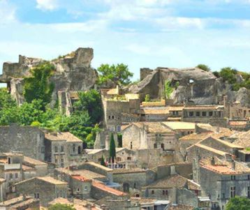 walking-and-cycling-in-the-heart-of-provence-on-saint-remy-quiet-roads-alpilles-crest-trails-to-perched-medieval-village-baux-de-provence