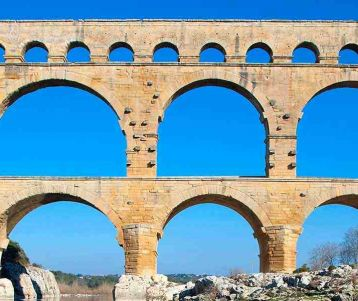Cycling from Chateauneuf du Pape to the Pont du Gard aqueduct