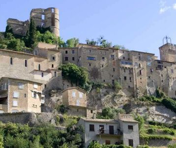 perched-typical-village-montbrun-bain-in-the-middle-of-lavender-field-provence