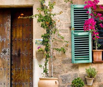 walk-typical-stone-genuine-village-provence-off-the-beaten-tracks