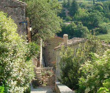 typical-perched-village-provence-lavender-region