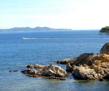 walking-trip-back-country-of-riviera-nice-wild-trails-gorbio-perched-village-sainte-agnes-panoramic-view-trals-of-menton-provence