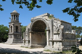 les antiques de saint rémy de provence