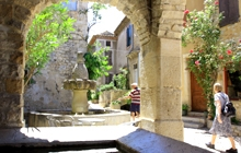 walking holiday with guide in provence or with a roadbook in english