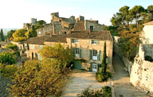 Add an extra ride to the charming Eygalieres